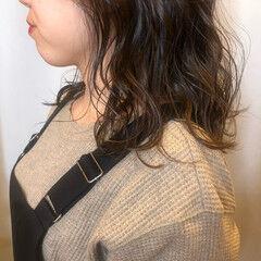 ナチュラル 秋冬スタイル ラベンダーカラー セミロング ヘアスタイルや髪型の写真・画像