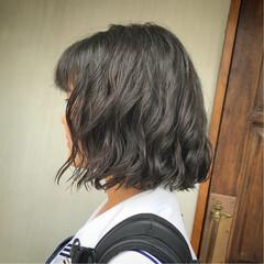 パーマ 学校 ナチュラル 切りっぱなし ヘアスタイルや髪型の写真・画像