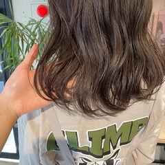 ミディアム ナチュラル くびれカール ゆるふわパーマ ヘアスタイルや髪型の写真・画像