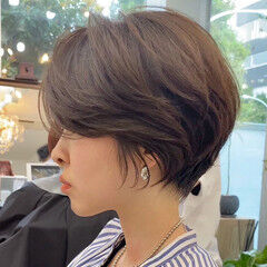 ミルクティーベージュ アッシュベージュ ショート ナチュラル ヘアスタイルや髪型の写真・画像