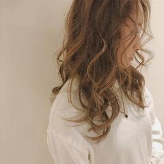 ヌーディベージュ ウェーブ ゆるふわ ベージュ ヘアスタイルや髪型の写真・画像