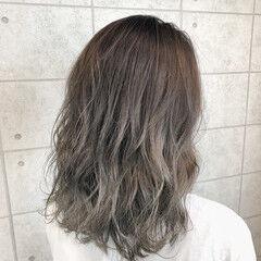 グレージュ クリーミーカラー グラデーションカラー ホワイトグレージュ ヘアスタイルや髪型の写真・画像