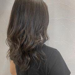 透明感カラー グレージュ スモーキーカラー ナチュラル ヘアスタイルや髪型の写真・画像