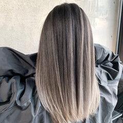 エアータッチ ホワイトアッシュ バレイヤージュ セミロング ヘアスタイルや髪型の写真・画像