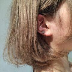 ベージュゴールド ワンレングス モード ブリーチ ヘアスタイルや髪型の写真・画像