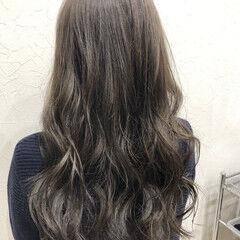 ロング グレージュ 暗色カラー ナチュラル ヘアスタイルや髪型の写真・画像