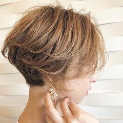 ショート ツヤ ハイライト 丸みショート ヘアスタイルや髪型の写真・画像