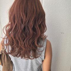 セミロング 外国人風 ベリーピンク 秋 ヘアスタイルや髪型の写真・画像