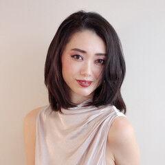 ミディアム フェミニン 前髪なし 艶髪 ヘアスタイルや髪型の写真・画像