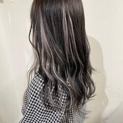 ロング メッシュ エクステ ホワイトグレージュ ヘアスタイルや髪型の写真・画像