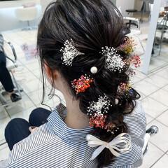 フェミニン 編みおろしヘア お花ヘア 生花アレンジ ヘアスタイルや髪型の写真・画像