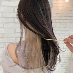 前髪インナーカラー ロング フェミニン インナーカラーグレージュ ヘアスタイルや髪型の写真・画像
