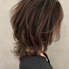 ミディアム フェミニン ウルフレイヤー 大人ハイライト ヘアスタイルや髪型の写真・画像