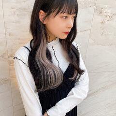 エクステ インナーカラーホワイト ロング インナーカラーシルバー ヘアスタイルや髪型の写真・画像