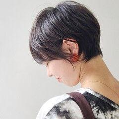 ココアブラウン 横顔美人 丸みショート マッシュショート ヘアスタイルや髪型の写真・画像