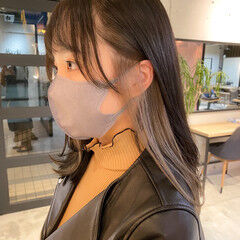 アッシュベージュ インナーカラー レイヤーカット ミディアム ヘアスタイルや髪型の写真・画像