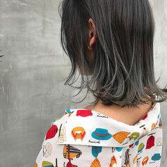 グレージュ モード ミディアム アッシュグラデーション ヘアスタイルや髪型の写真・画像