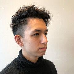 フェードカット スパイラルパーマ ベリーショート ナチュラル ヘアスタイルや髪型の写真・画像
