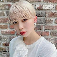 プラチナブロンド ブリーチオンカラー ショート ホワイトカラー ヘアスタイルや髪型の写真・画像