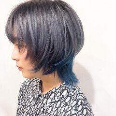 派手髪 インナーブルー ウルフカット マッシュウルフ ヘアスタイルや髪型の写真・画像