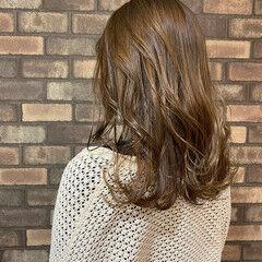 セミロング スロウ ベージュ イルミナカラー ヘアスタイルや髪型の写真・画像