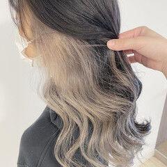 インナーカラーグレージュ ナチュラル インナーカラーグレー ロング ヘアスタイルや髪型の写真・画像