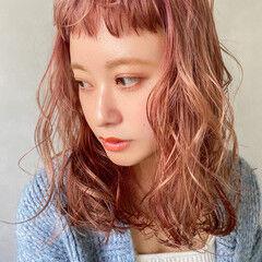 ベビーバング ピンクベージュ ヘアアレンジ アンニュイほつれヘア ヘアスタイルや髪型の写真・画像