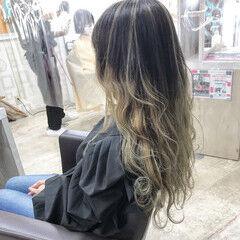セミロング エレガント ブリーチオンカラー アディクシーカラー ヘアスタイルや髪型の写真・画像