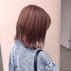 ピンクベージュ フェミニン 透明感カラー コーラルピンク ヘアスタイルや髪型の写真・画像