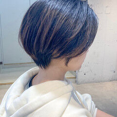 アッシュ ひし形シルエット 小顔ショート ストレート ヘアスタイルや髪型の写真・画像