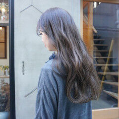 ナチュラル くすみベージュ アンニュイほつれヘア ロング ヘアスタイルや髪型の写真・画像