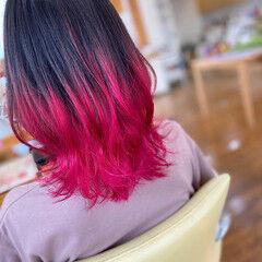 ベリーピンク 裾カラー ストリート ミディアム ヘアスタイルや髪型の写真・画像