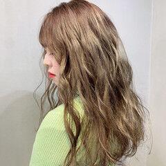 ストリート アッシュグレージュ グレーアッシュ ミルクティーベージュ ヘアスタイルや髪型の写真・画像