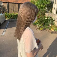 セミロング ナチュラル ストレート ミルクティーグレージュ ヘアスタイルや髪型の写真・画像