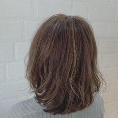 ボブ ナチュラルベージュ ハイライト なみウェーブ ヘアスタイルや髪型の写真・画像
