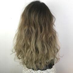 ガーリー アッシュベージュ グラデーションカラー 結婚式 ヘアスタイルや髪型の写真・画像