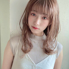 ミディアムレイヤー ナチュラル アンニュイほつれヘア 大人かわいい ヘアスタイルや髪型の写真・画像