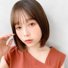 艶カラー イヤリングカラーベージュ お団子アレンジ おフェロ ヘアスタイルや髪型の写真・画像