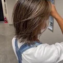ミディアム 西海岸風 グレージュ 海系 ヘアスタイルや髪型の写真・画像