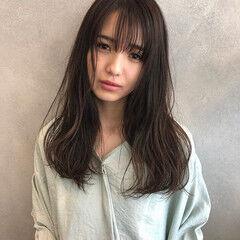 暗色カラー シースルーバング フェミニン ロング ヘアスタイルや髪型の写真・画像