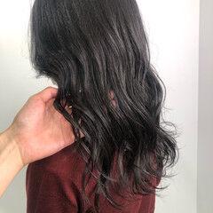 ロング 暗髪女子 シルバーグレー ナチュラル ヘアスタイルや髪型の写真・画像