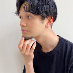 メンズカジュアル ナチュラル メンズマッシュ メンズパーマ ヘアスタイルや髪型の写真・画像