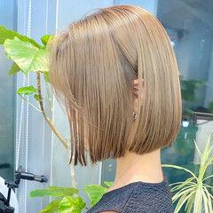 ブリーチカラー 切りっぱなしボブ ショートヘア ストリート ヘアスタイルや髪型の写真・画像