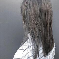 ストリート アッシュグレー ストレート セミロング ヘアスタイルや髪型の写真・画像