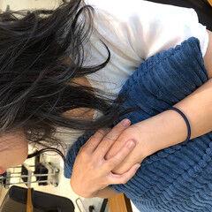 セミロング オリーブベージュ ブラウンベージュ オリーブカラー ヘアスタイルや髪型の写真・画像