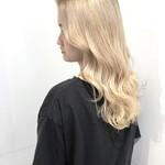 ハイトーン 巻き髪 ホワイトベージュ ダブルカラー