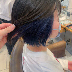 インナーカラー ナチュラル インナーブルー イヤリングカラー ヘアスタイルや髪型の写真・画像