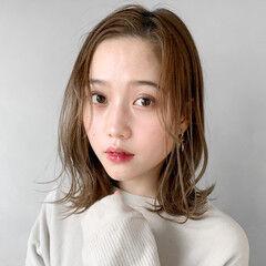 インナーカラーホワイト ゆるふわセット アンニュイほつれヘア 小顔ショート ヘアスタイルや髪型の写真・画像