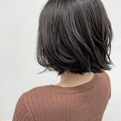 グレージュ 切りっぱなしボブ シルバーグレージュ ナチュラル ヘアスタイルや髪型の写真・画像