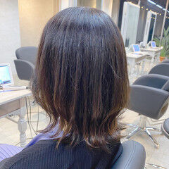 大人ミディアム ナチュラル 鎖骨ミディアム 波巻き ヘアスタイルや髪型の写真・画像